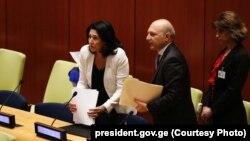 Саломе Зурабишвили впервые участвует в работе Генассамблеи в ранге президента Грузии, на которого уже тенью лег скандальный список помилованных