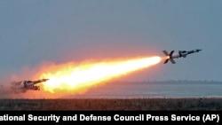 Згідно зі звітом, порівняно з 2009-2013 роками Україна зменшила експорт озброєнь на 47%
