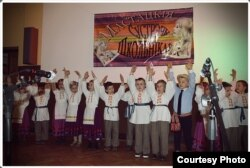 Беларускія дзеці выступаюць у гайнаўскім ліцэі