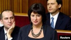 Наталья Яресько (в центре), министр финансов Украины.