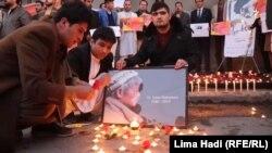 مراسم شمعافروزی در نخستین شب نبود داکتر تیتسو ناکامورا رئیس موسسه جاپانی که در یک حمله مسلحانه در شهر جلالآباد کشته شد
