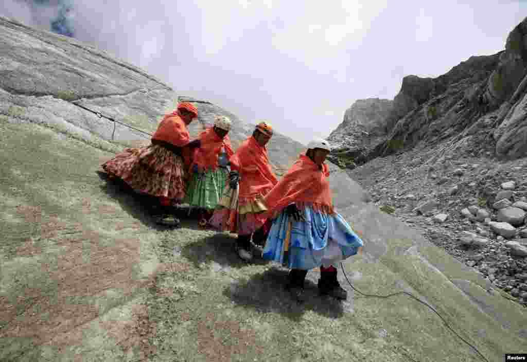 Все эти женщины ранее работали поварихами или прислугой на горных станциях-хостелах, где останавливаются туристы.
