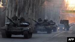 """Колонна танков """"ДНР"""" в Макеевке, Донецкая область, 18-е февраля 2015 года"""