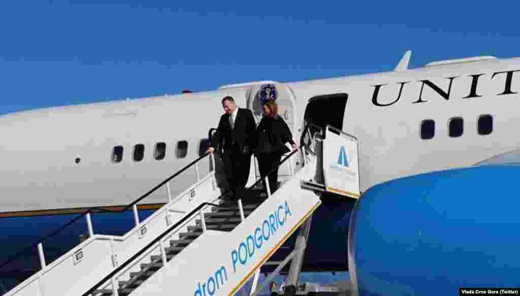 Sekretari amerikan i Shtetit, Mike Pompeo pas arritjes në Malin e Zi.