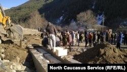 Захоронение останков, выкопанных в ходе нузальской экспедиции в Северной Осетии