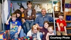 Многодетная российская семья