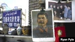 Портреты Сталина и Мао в Китае иногда висят рядом. Общего между ними достаточно
