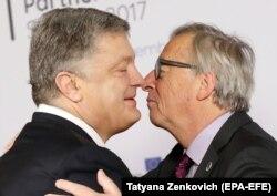 Președintele ucrainean Petro Poroșenko și președintele Comisiei Europene, Jean-Claude Juncker, la Bruxelles