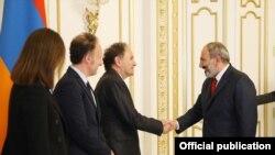 Վարչապետ Նիկոլ Փաշինյանն ընդունել է Ֆրանսիայի հայկական կազմակերպությունները համակարգող խորհրդի համանախագահ, «Nouvelles d'Arménie» ամսագրի գլխավոր խմբագիր Արա Թորանյանին, արխիվ