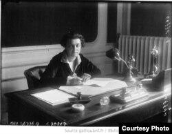 Ольга Каменева в рабочем кабинете. 1927