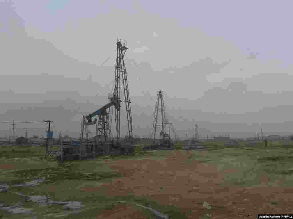 Buralar neft mədənləri ərazisi adlanır