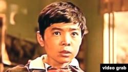 В кадре из фильма «Меня зовут Кожа» - главный герой Кожа в исполнении Нурлана Санжара (Сегизбаева).