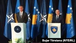 Konferenca me gazetarë e sekretarit të përgjithshëm të NATO-s, Stoltenberg dhe kryeministrit të Kosovës, Mustafa