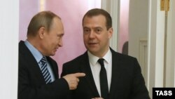 Владимир Путин 13 июля объясняет стратегическое развитие Дмитрию Медведеву