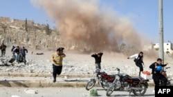 Цивільні тікають від бойових дій в північносирійському місті Аль-Баб (архівне фото, 2012 рік)