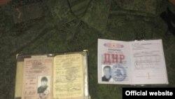 Документи двох затриманих осіб