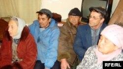 «Мақатавтокөлікбазасы» мекемесінің аштық жариялаған жұмысшылары. Атырау облысы, Мақат ауданы, 21 ақпан 2010 жыл.