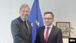 Еврокомесарот Јоханес Хан и вицепремиерот за европски прашања Фатмир Бесими