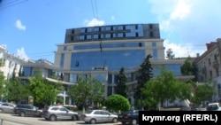 """Здание торгового центра """"Диалог"""" в Севастополе"""
