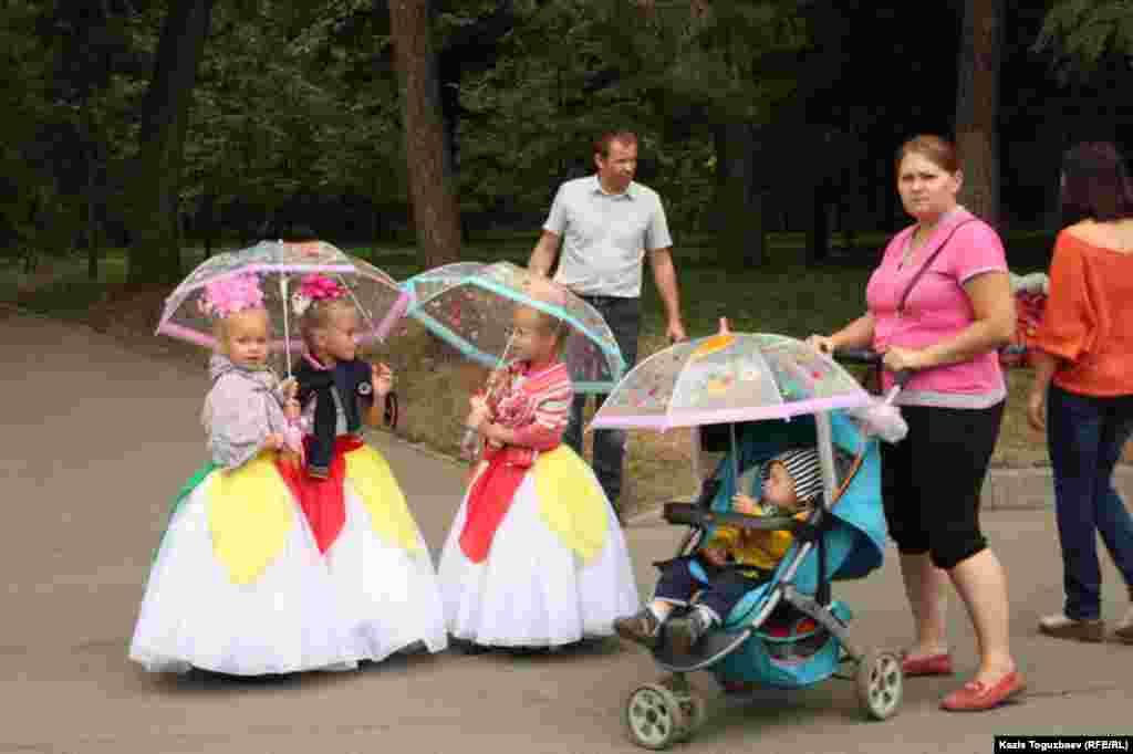 Дети на праздновании Медового Спаса.