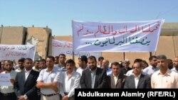 جانب من إعتصام موظفي مجلس محافظة البصرة