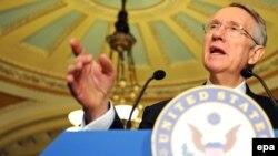U.S. -- Senate Majority Leader Harry Reid speaks to reporters after the Senate voted for an $838 billion economic stimulus bill on Capitol Hill in Washington, DC, 10Feb2009