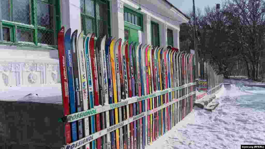У місцевому прокаті були і лижі, але їх мало хто брав