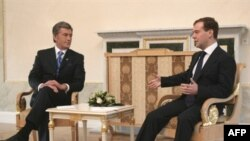 Russian President Dmitry Medvedev (right) meets with his Ukrainian counterpart, Viktor Yushchenko, at a CIS forum in St. Petersburg in June 2008.