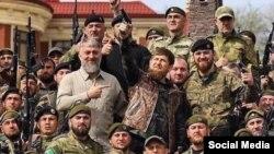 Глава Чечни Кадыров в окружении своих бойцов