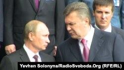 Russian Vladimir Putin (left) has discussed imports by phone with his Ukrainian counterpart Ukraine Viktor Yanukovych. (file photo)