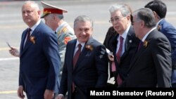 Президент Молдовы вместе с лидерами Узбекистана, Казахстана и Таджикистана на параде в Москве, 24 июня 2020 года