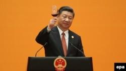 Голова КНР Сі Цзіньпін вітає учасників форуму «Один пояс, один шлях» у Пекіні, 14 травня 2017 року
