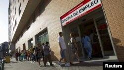 Биржа труда в Мадриде. Безработица в Испании составляет уже более 25 процентов