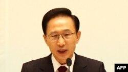 Оңтүстік Кореяның қазіргі президенті Ли Мен Пак. 29 желтоқсан 2010 жыл.
