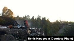 Денис Карагодин полагает, что останки прадеда были сброшены в ров на Каштачной горе.