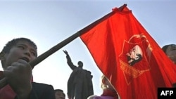 Өктөбүрдүн 90 жылдыгын белгилөө маалында. Бишкек. 07.11.2007.