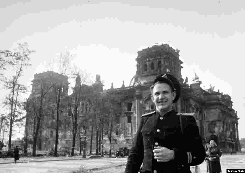 Khaldei in front of the Reichstag building in Berlin, May 1945