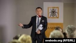 Аляксандр Лукашук на прэзэнтацыі сваёй кнігі «Освальд в Минске. Поэма», 2017 год