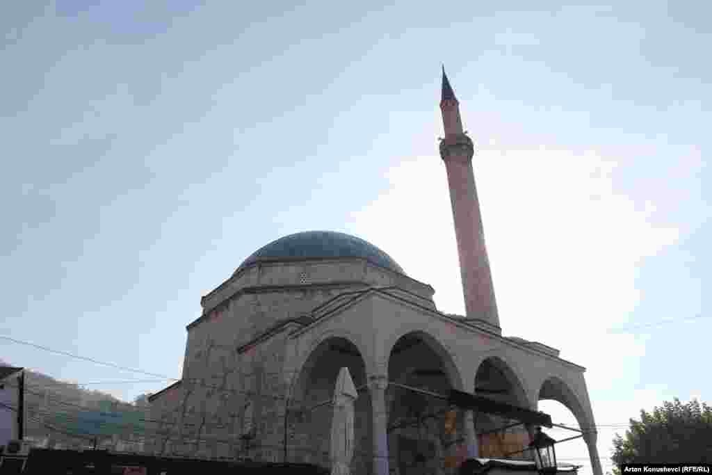 Мечеть Синан-паши 17-го века в городе Призрен.