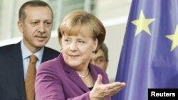 Германската канцеларка Ангела Меркел и турскиот премиер, Реџеп Таип Ердоган.