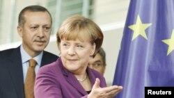 Канцлер Германии Ангела Меркель выступила сегодня в Берлине на совместной пресс-конфереции с главой правительства Турции Реджепом Эрдоганом