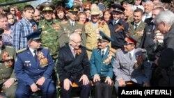 Башкортстан президенты Рөстәм Хәмитов ветераннарның хәлен белешә