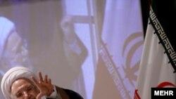 مهدی کروبی در جريان انتخابات رياست جمهورى سال ۱۳۸۴ نیز در نامه اى به آيت الله خامنه اى، رهبر جمهورى اسلامى، فرزند او را به دخالت در انتخابات به نفع يك نامزد از طريق بسيج نيروهاى نظامى متهم كرد.