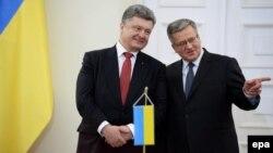 Президент України Петро Порошенко та президент Польщі Броніслав Коморовський. Варшава. 17 грудня 2014 року