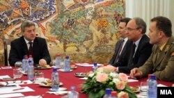 Државниот врв на средба кај претседателот Ѓорѓе Иванов по инцидентот во Гошинце.