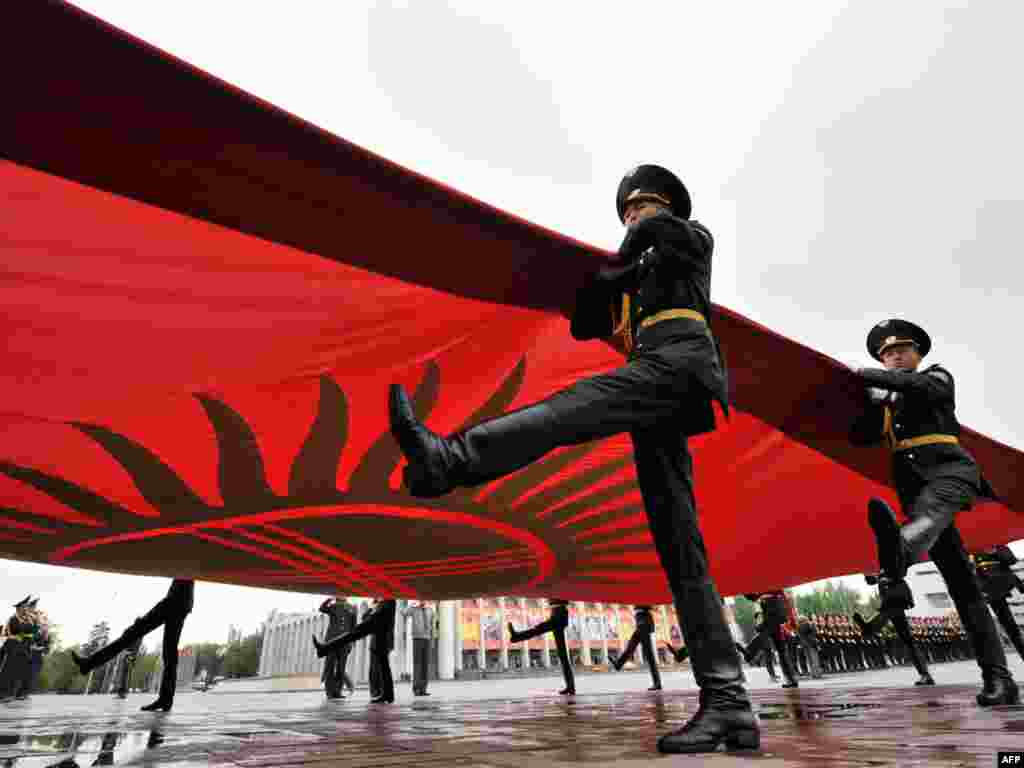 A Kyrgyz honor guard performs its daily flag ceremony in Ala-Too square in central Bishkek on April 29 for the first time since political upheaval disrupted the routine on April 7. Photo by Vyacheslav Oseledko for AFP