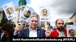 Ukrain siyasiy mabüslerniñ azat etilüvini talap etken aktsiya, Киев, 2018 senesi iyülniñ 1-ri