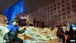 Флаг Евросоюза на украинских баррикадах – 11 декабря 2013 года
