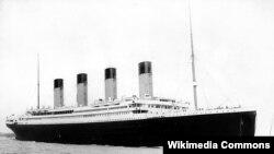 «Титанік» відходить із порту Саутгемптон 10 квітня 1912 року