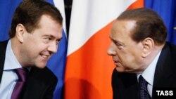 """Переговоры Медведева и Берлускони эксперты называют как угодно - но не """"революционными""""."""